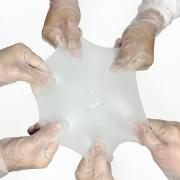 Motiva Ergonomix on kõige elastsema kestaga implantaat maailmas. Mida elastsem on implantaat, seda väiksema ava kaudu saab seda sisestada ning seda väiksemad armid jäävad patsiendile.
